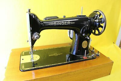 Singer Vintage Sewing Machine in a Box ##MEL W4 MW