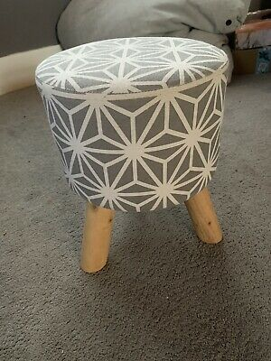 Modern Upholstered Footstool / Round Pouffe Stool 3 Wooden Legs - White/Grey