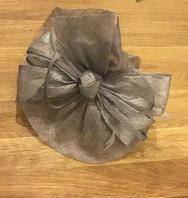 Debut Metalic Maueve Wave Bow Saucer Fascinator New With Tags RRP 45.00
