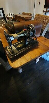 Vintage Singer Sewing Machine Model 128k (1924) Plus case and accessories