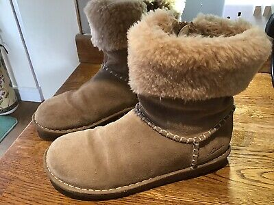 Ladies/Girls Clarks Suede And Fur Trim Ankle Boot Size 4.5 G