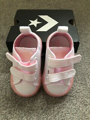 Baby girls pretty pink original converse shoes💗 infant size 3 New with box!!