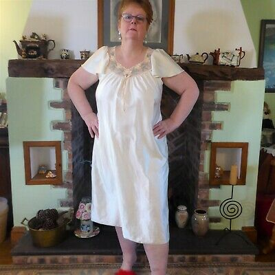 Lovely Cream Silky Nylon Vintage Night Dress Bust 42-44 inches