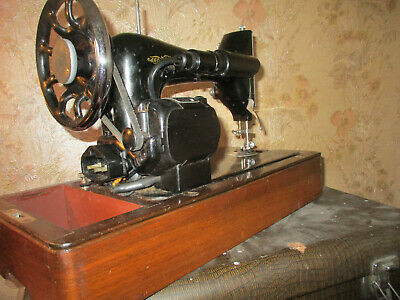 AUTOMATIC  Singer  Elect Sewing Machine, with  attachments /case