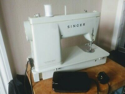 Vintage - SINGER Electric sewing machine (Model no 449)