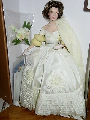Mint in box Franklin Mint Jackie Kennedy porcelain bride doll with papers