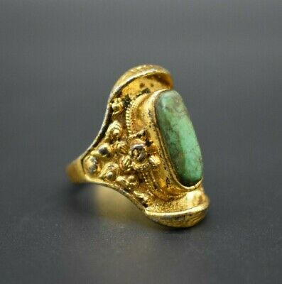 Chinese Qing Dynasty Gold gilt ring with stone insert C. 19th century AD