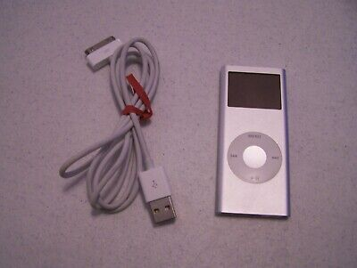 Apple iPod Nano 2nd Generation A1199 2GB Silver Good Condition with its charger