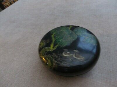 Stunning vintage laquered box depicting pretty  scene of birds & oriental trees