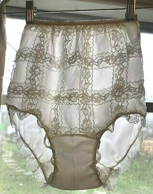 Vintage 1950s panties, ivory, sheer nylon & lace overlay lace around leg XS
