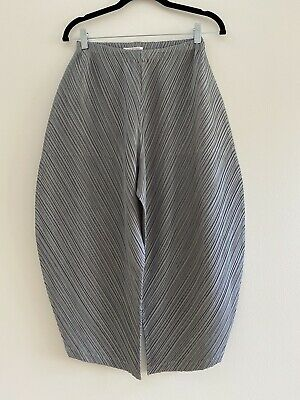 NWOT PLEATS PLEASE ISSEY MIYAKE Pleated Cropped Pants | Size 3 / Medium