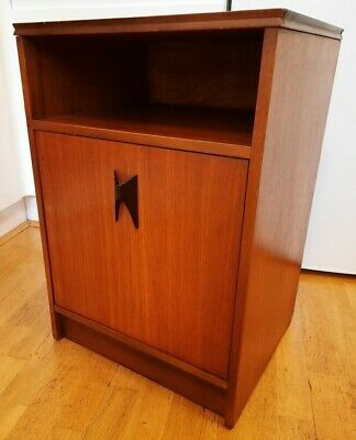 Stylish Mid Century Teak Bedside Table/Cabinet in Good Condition.