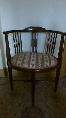 Antique Victorian/Edwardian oval corner chair in excellent condition Mahogany