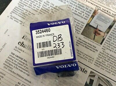 Genuine Volvo Air Cleaner Assembly Clip 3524460