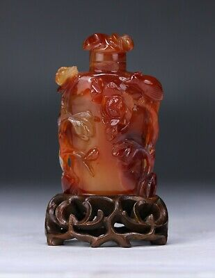 A Chinese Carnelian Agate Snuff Bottle