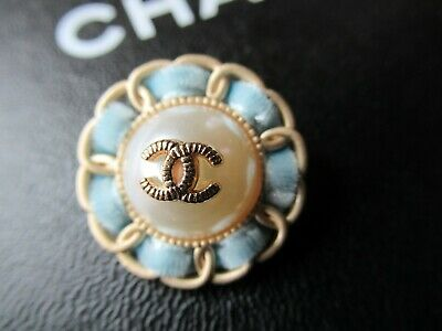 CHANEL 1 AUTH.  PEARL  gold tone cc 24MM,  1''  BLUE VELVET BUTTON THIS IS FOR 1
