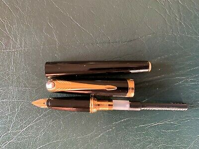Parker Ellipse Fountain Pen - Near New - Black Lacquer and Gilt 18K gold nib Med