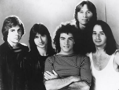 """FB-091 /""""JOURNEY/"""" WITH LEAD SINGER STEVE PERRY 8X10 PUBLICITY PHOTO"""