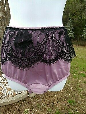 Vintage VANITY FAIR, 6, mauve nylon granny panties with black apron eyelash lace