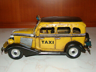 A tin model of an old-timer vintage taxi car metal nostalgia antique style 35cm