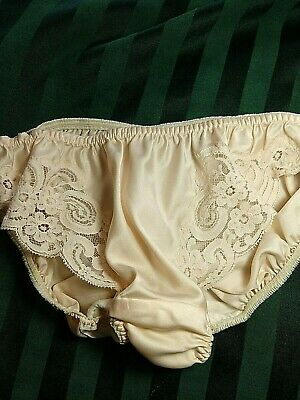 Vintage CHRISTIAN DIOR, 5, pale pink briefs with lace