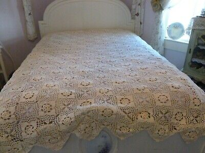 Beautiful Vintage Off White Crochet Bed Coverlet With Scalloped Edge & Rosettes
