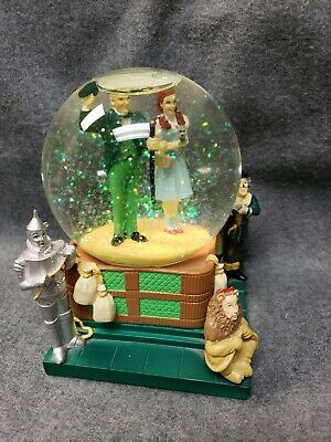 Warner Brothers Studeos Stores Wizard Of Oz Snow Globe 1998