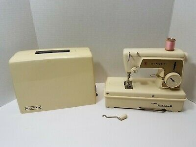 Vtg Little Touch & Sew Sewing Machine Singer 1960'S W Case #67A23 No Foot Pedal