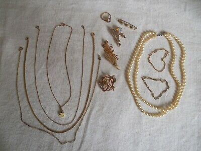 LOT DE BIJOUX FANTAISIE Colliers et broches