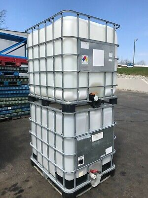 250 Gallon totes tank, plastic containers, water tank, liquid storage container.