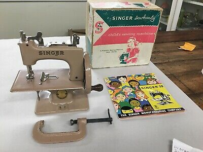 Vintage Toy Singer Handy Sewing Machine Model 20 In Original Box
