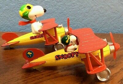Vtg 1977  Flying Ace Pilot Lot of 2 Snoopy Peanuts Aviva Die Cast Biplane Toy