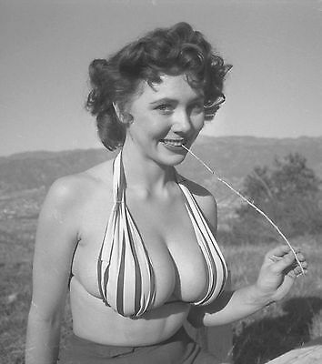 WW2 Photo WWII  World War Two Girl in  Bathing Suit World War Two Pinup  / 1506