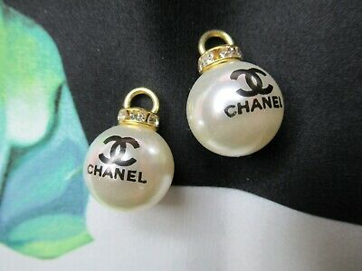 CHANEL  2 AUTHENTIC  PEARL BLACK cc LOGO 11 MM BUTTON THIS IS FOR 2