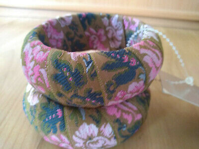 Pair of Vintage Floral Pattern Fabric Bracelets NWT Pink Green Retro Boho Style