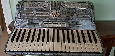 Beautiful Soprani di Silvio 'Recanati' 120 vintage accordion & case,used,Italy