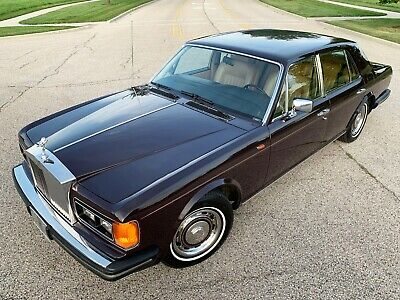 1981 Rolls-Royce Silver Spirit/Spur/Dawn 4 door sedan Rare colour combination, well maintained & presenting first generation Spirit.