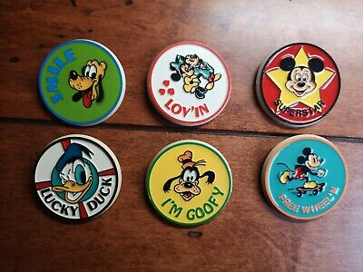 6 Vintages Walt Disney buttons pins Mickey, Minnie, Donald Duck and Goofy