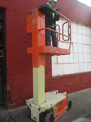 JLG 1230 VERTICAL MAST  LIFT  18 ft WORKING HEIGHT  244 HR