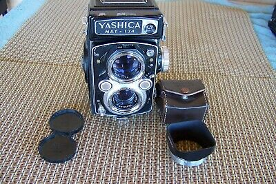 EXCELLENT Yashica Mat 124 6x6 TLR Medium Format w/ Yashinon 80mm f/3.5 w/case