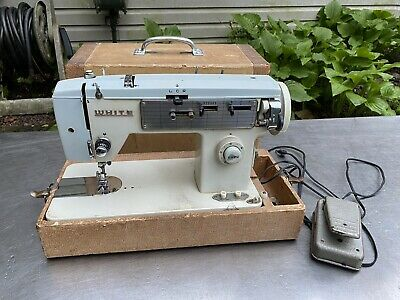 Vtg White Model 571 Sewing Machine working Singer Portable Foot Pedal