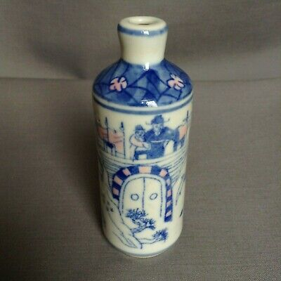 Early Chinese Scent bottle with warrior battle scene decoration