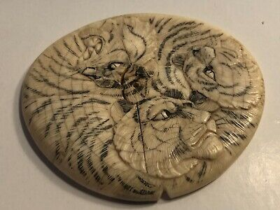 Okimono Meiji Era 1868 - 1912 : Beautiful Japanese Top Carved in Relief - Tigers