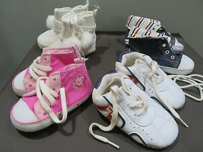 4 pairs of baby shoes/ boottees 0-6 months. New or hardly worn.