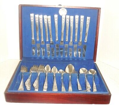 Vintage ONEIDA Community Plate CORONATION Silverware Set 71 Piece w/Chest