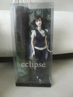 New Twilight Barbie Collector 2010 Mattel Eclipse ALICE Cullen Pink Label Doll