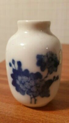 Beautiful Small Floral Vintage Chinese Porcelain Glazed Vase Blue/White China