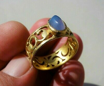 Ancient Middle Ages solid Gold finger ring openwork loop & aquamarine gemstone