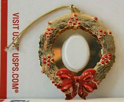 FORTUNOFF Christmas Wreath Picture Ornament - Gold Color