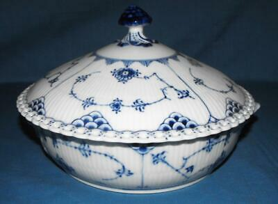 ROYAL COPENHAGEN BLUE FLUTED FULL LACE ROUND LIDDED TUREEN No 1128